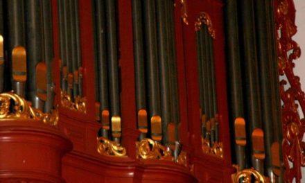Rien Donkersloot bespeelt orgel hervormde kerk