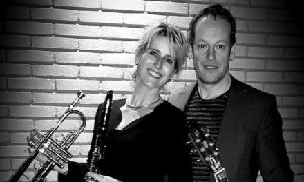 Duo 'Een en Ander' treedt op in openluchttheater