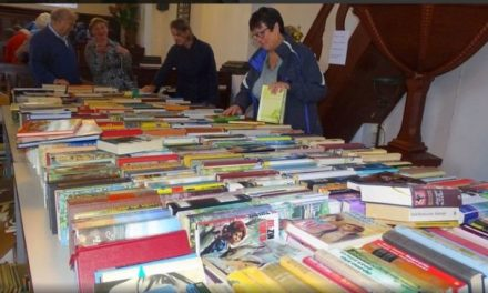 Daler kerk staat weer vol boeken, spulletjes en lekkernijen