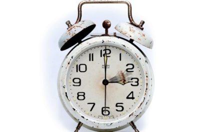 De klok gaat terug naar standaardtijd