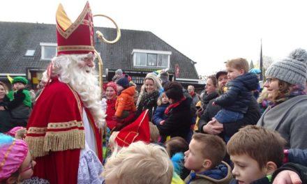 Sint krijgt lift naar Dalen – met foto's en filmpjes