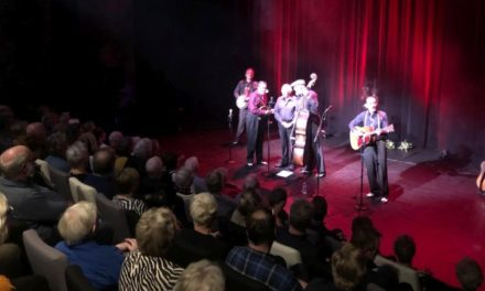 Publiek geniet van The Blue Grass Boogiemen & Cor Sanne
