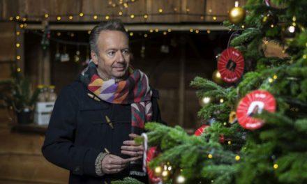 Joris' Kerstboom staat in bibliotheek Schoonoord