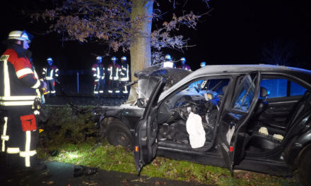 Man uit brandende auto gered