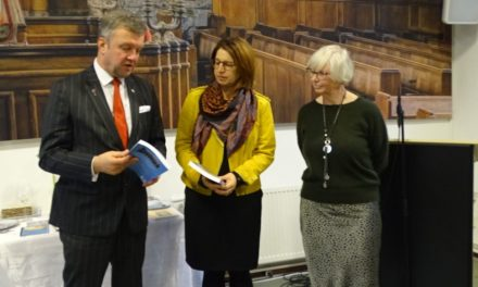 Dirkje Mulder presenteert boek: 'De grens getrokken'