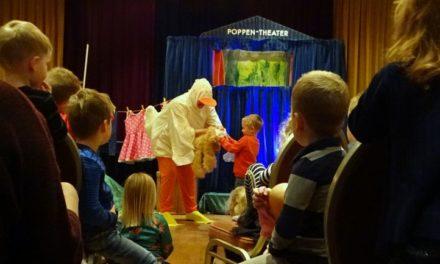Kinderen genieten van voorstelling Moppereend