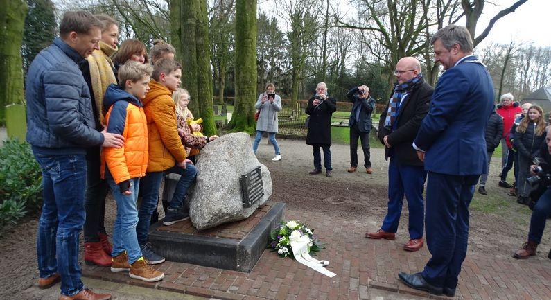 Jans Zwinderman geëerd met monument
