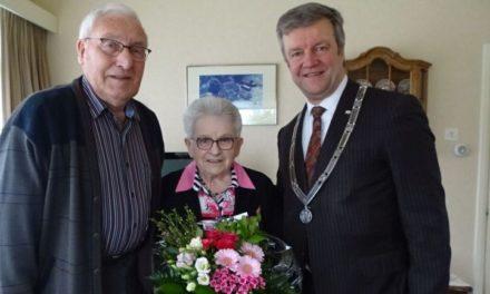 Briljant paar krijgt bezoek van burgemeester