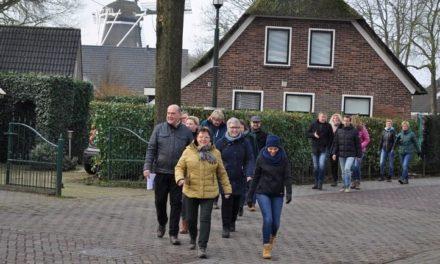 Ruim zestig deelnemers genieten van wandeltocht en diner