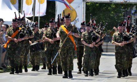 Falcon Guards openen defilé op 4 april