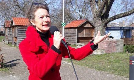 Inge Tibben zingt voor ouderen De Schutse