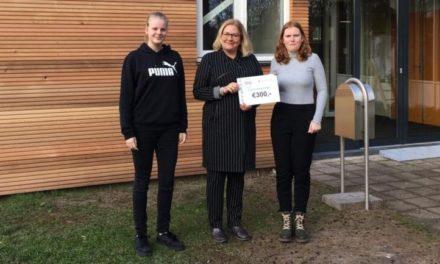 Rudie Zwols Fonds krijgt cheque van leerlingen Esdal College