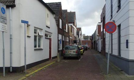 Handtekeningen tegen auto's in Friesestraat