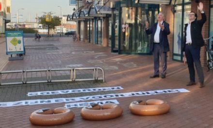 Roeland Hup (Hema) houdt pleidooi voor auto's in deel Friesestraat