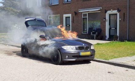 Auto uitgebrand in Willem Marisstraat