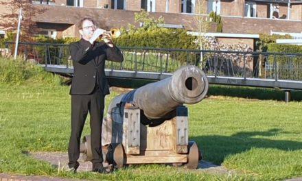 Johan Boekema speelt signaal Taptoe