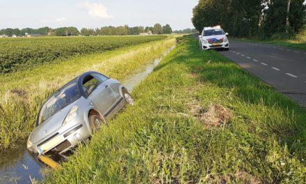 Auto in bermsloot beland; geen gewonden