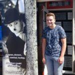 Sem vestigt met banner aandacht op Jeugdfonds Sport & Cultuur
