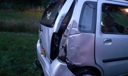 Auto raakt van de weg: bestuurder gewond