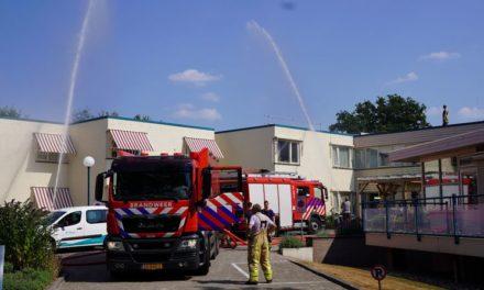 Te warm in Ellertsveld: brandweer koelt het dak