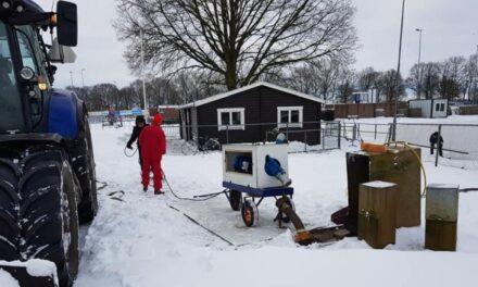 Er wordt met man en macht aan de ijsbanen gewerkt (update)