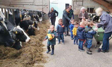 De Rollebol geniet van bezoek aan boerderij