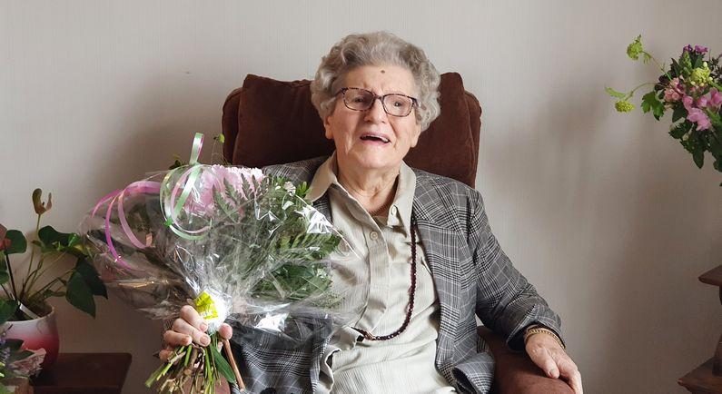 Mevrouw Van Almelo viert eeuwfeest