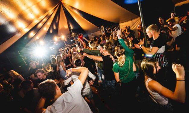 Streep door meerdaagse festivals met overnachting (update)