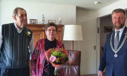 Reislustig echtpaar Van Vliet 60 jaar getrouwd