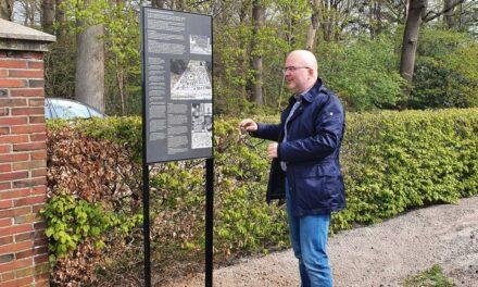 Informatiebord vertelt verhaal begraafplaats Oosterhesselen