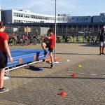 Jonge atleten doen zeskamp (met foto's en filmpjes)