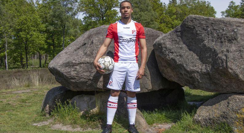 Carty tekent eerste profcontract bij FC Emmen