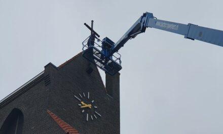 Verlichting van kruis op kerk Steenwijksmoer in ere hersteld