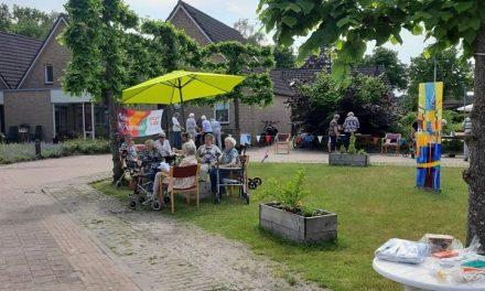 Ouderen genieten van oud-Hollandse spelletjes