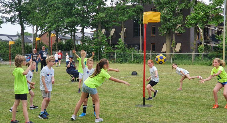 Kinderen genieten van korfbaltoernooi (met foto's en filmpjes)